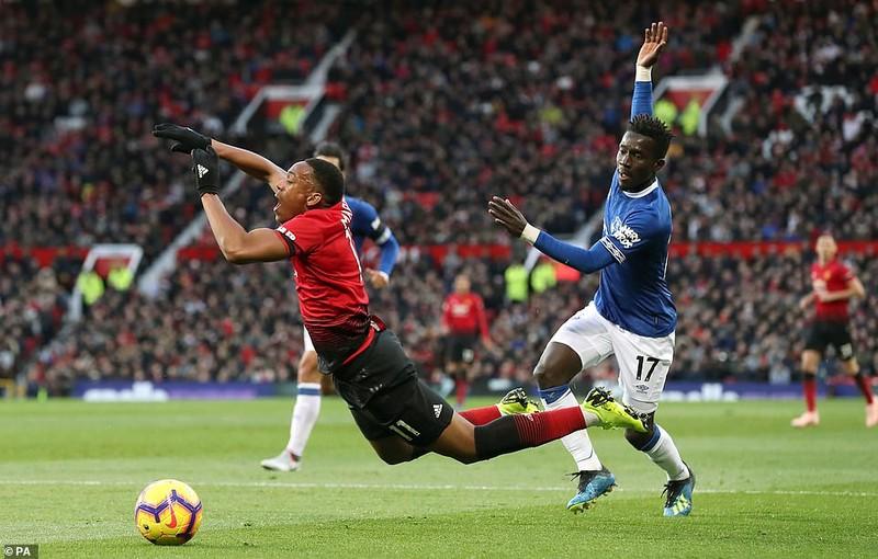 Thắng khó Everton, MU vào... top 8 Premier League - ảnh 2