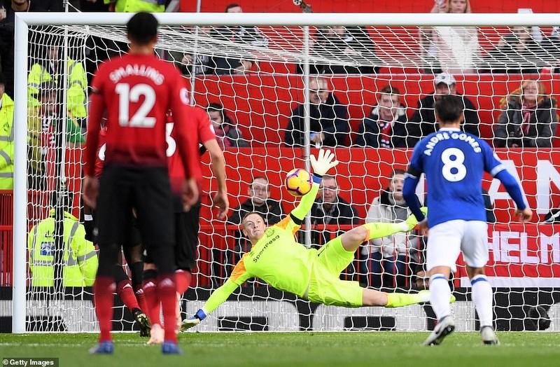 Thắng khó Everton, MU vào... top 8 Premier League - ảnh 4