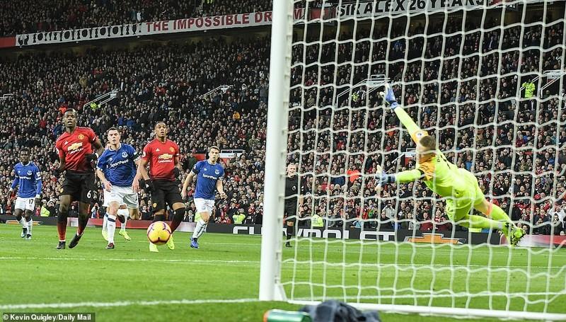 Thắng khó Everton, MU vào... top 8 Premier League - ảnh 5