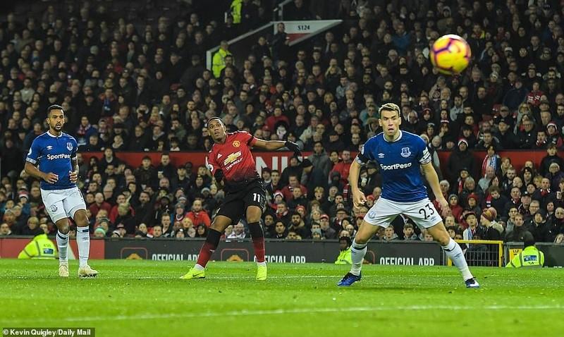 Thắng khó Everton, MU vào... top 8 Premier League - ảnh 6
