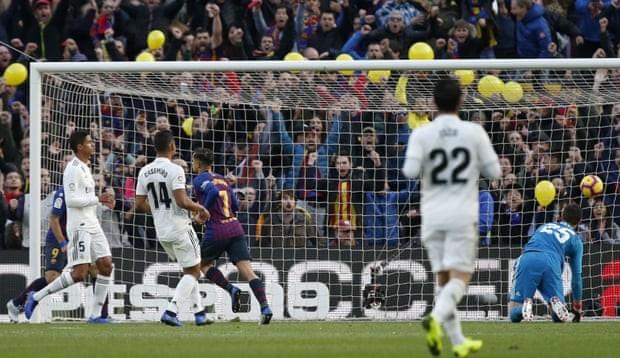 Suarez lập hat-trick, Barcelona 'nhấn chìm' Real Madrid - ảnh 1