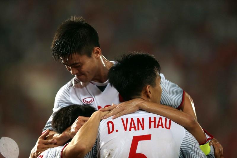 Thắng đậm Lào, Việt Nam khởi đầu mỹ mãn tại AFF Cup 2018 - ảnh 5