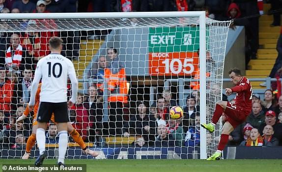 Đánh bại đội cuối bảng, Liverpool vươn lên ngôi đầu - ảnh 4