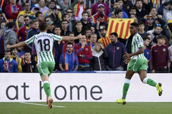 Messi trở lại lập cú đúp, Barcelona vẫn thua cực sốc - ảnh 1