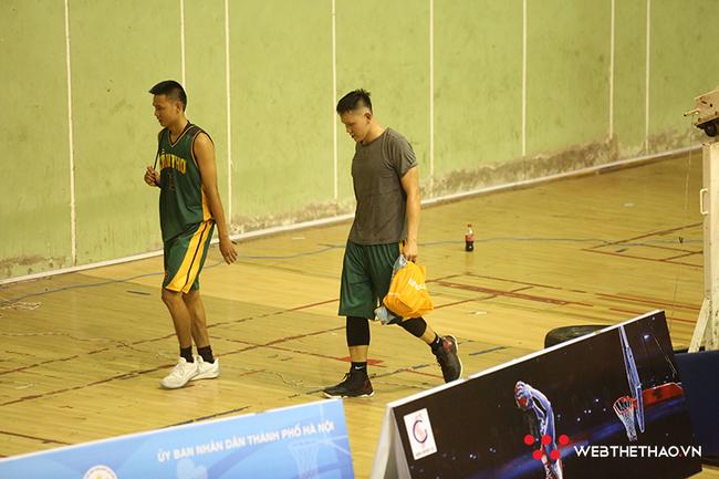 Cầu thủ bóng rổ Cần Thơ đấm thẳng mặt trọng tài - ảnh 2