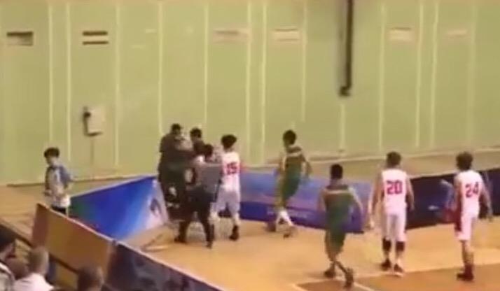 Cầu thủ bóng rổ Cần Thơ đấm thẳng mặt trọng tài - ảnh 3