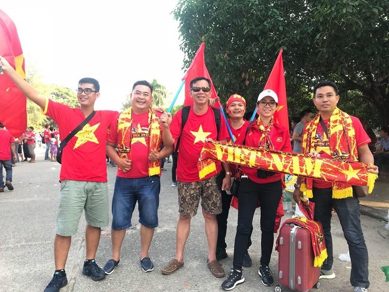 CĐV Việt Nam - Myanmar tình thương mến thương - ảnh 1