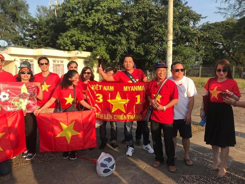 CĐV Việt Nam - Myanmar tình thương mến thương - ảnh 5
