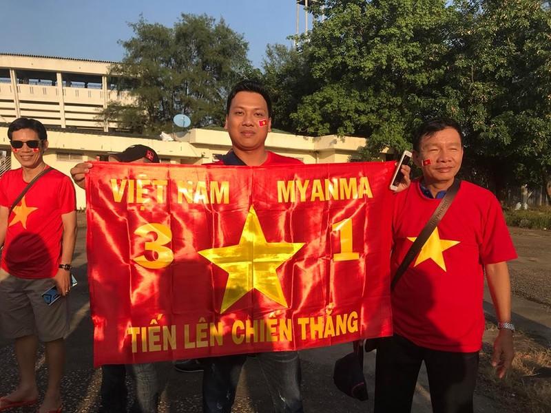 CĐV Việt Nam - Myanmar tình thương mến thương - ảnh 6
