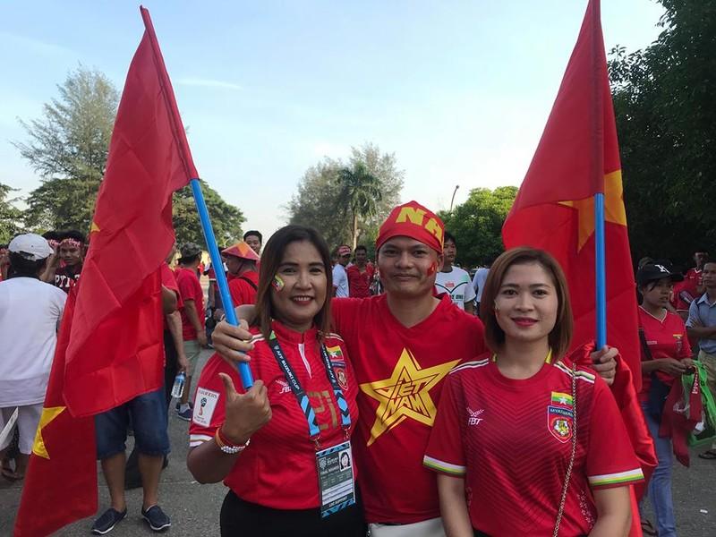 CĐV Việt Nam - Myanmar tình thương mến thương - ảnh 8
