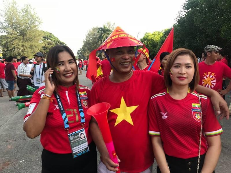 CĐV Việt Nam - Myanmar tình thương mến thương - ảnh 9