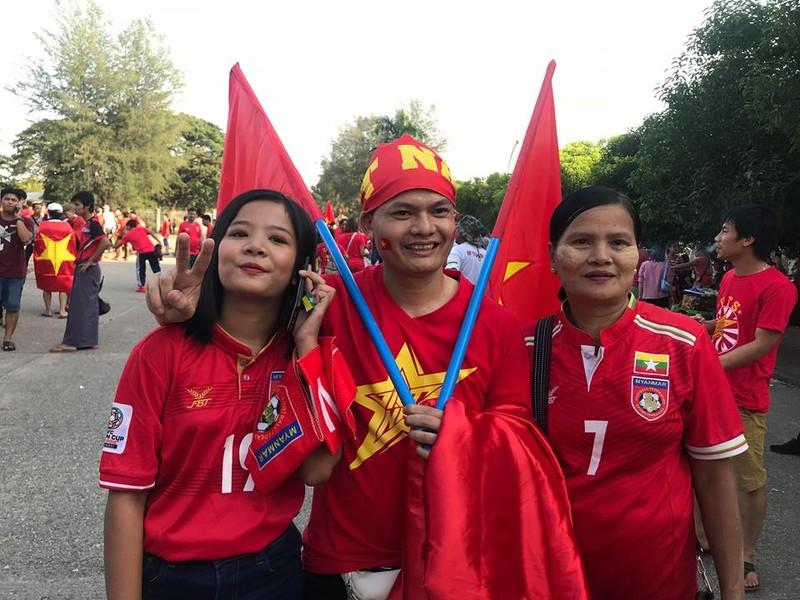CĐV Việt Nam - Myanmar tình thương mến thương - ảnh 10