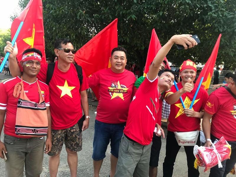 CĐV Việt Nam - Myanmar tình thương mến thương - ảnh 11