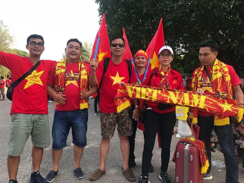 CĐV Việt Nam - Myanmar tình thương mến thương - ảnh 13