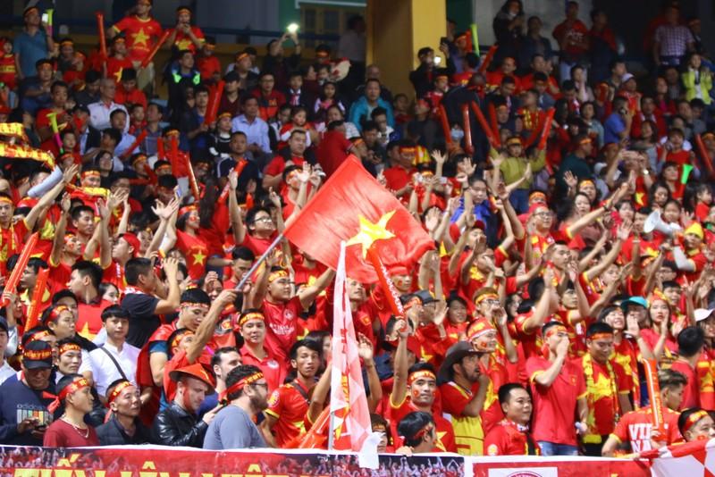 Thắng dễ Campuchia, Việt Nam vào bán kết AFF Cup với ngôi đầu - ảnh 44