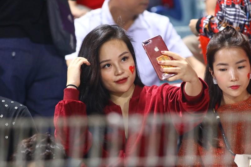 Thắng dễ Campuchia, Việt Nam vào bán kết AFF Cup với ngôi đầu - ảnh 37