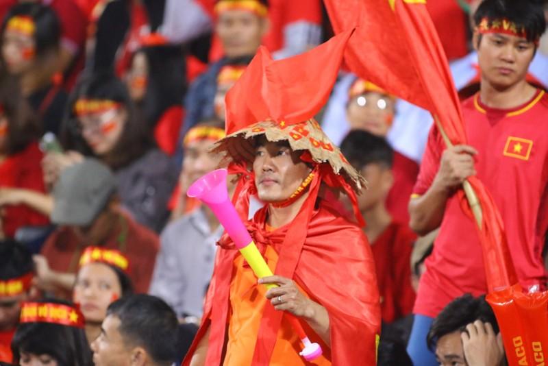 Thắng dễ Campuchia, Việt Nam vào bán kết AFF Cup với ngôi đầu - ảnh 39