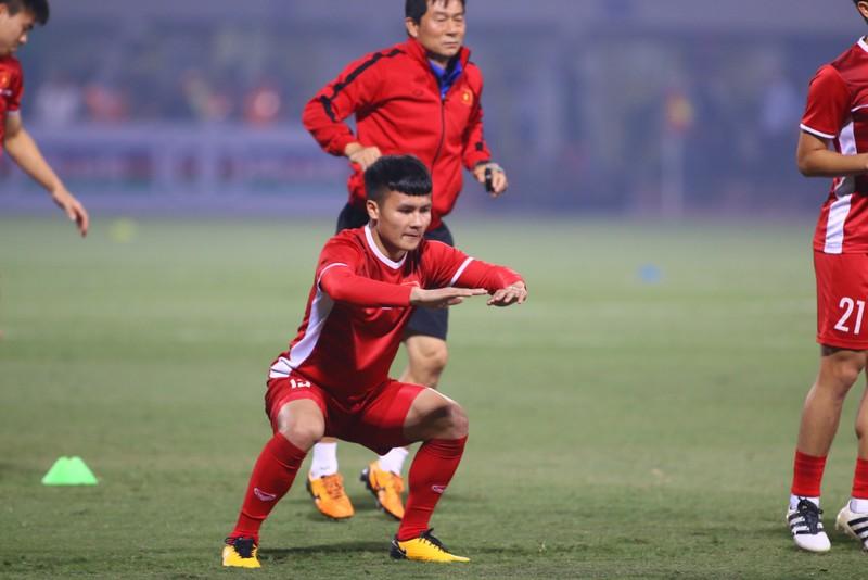 Thắng dễ Campuchia, Việt Nam vào bán kết AFF Cup với ngôi đầu - ảnh 23
