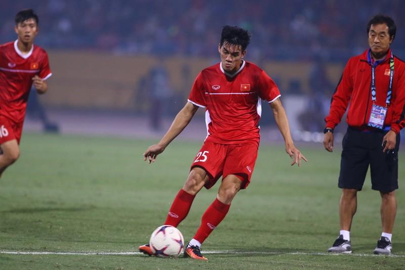 Thắng dễ Campuchia, Việt Nam vào bán kết AFF Cup với ngôi đầu - ảnh 25