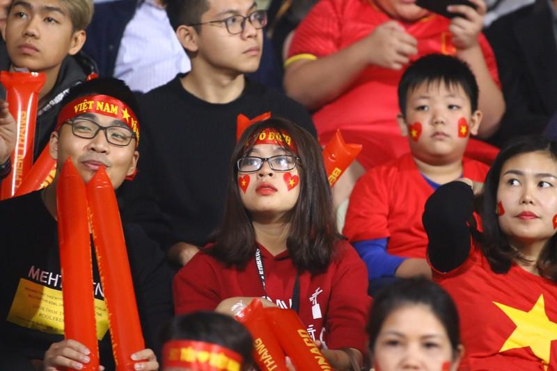 Thắng dễ Campuchia, Việt Nam vào bán kết AFF Cup với ngôi đầu - ảnh 40