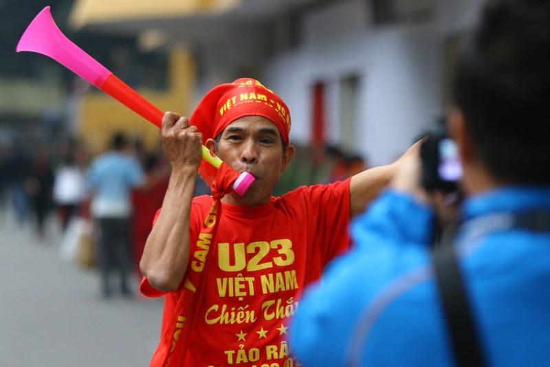 Thắng dễ Campuchia, Việt Nam vào bán kết AFF Cup với ngôi đầu - ảnh 46