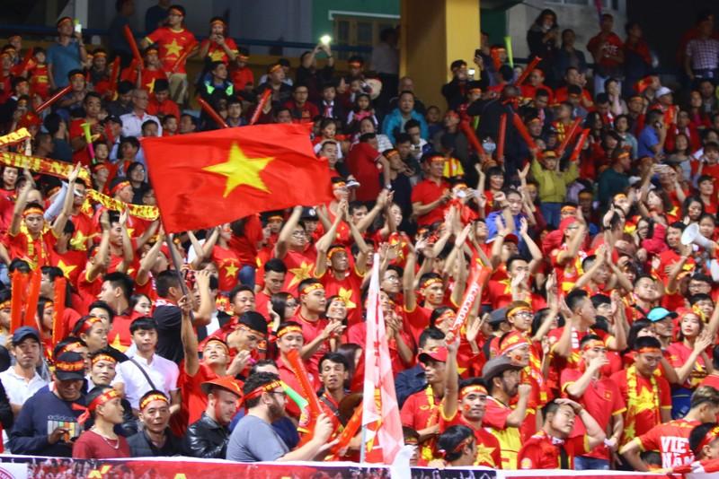 Thắng dễ Campuchia, Việt Nam vào bán kết AFF Cup với ngôi đầu - ảnh 42
