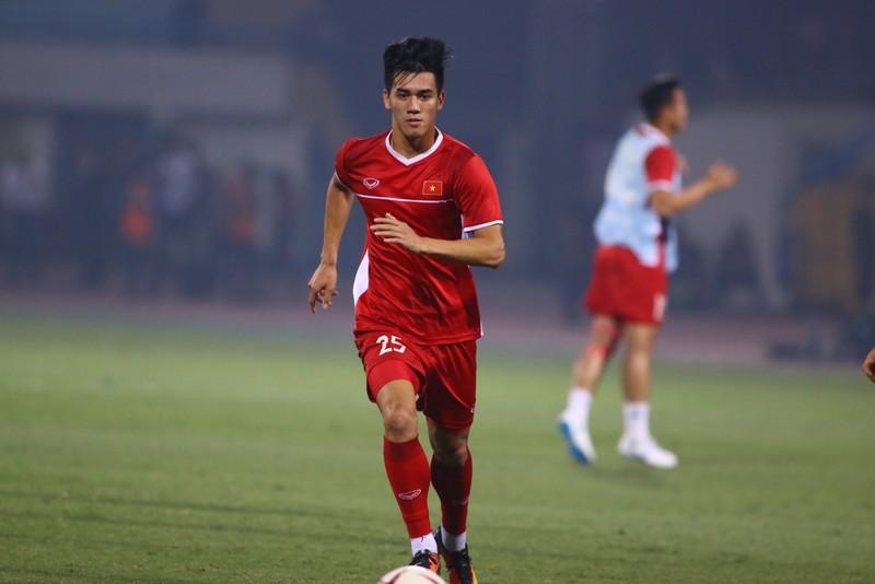 Thắng dễ Campuchia, Việt Nam vào bán kết AFF Cup với ngôi đầu - ảnh 27