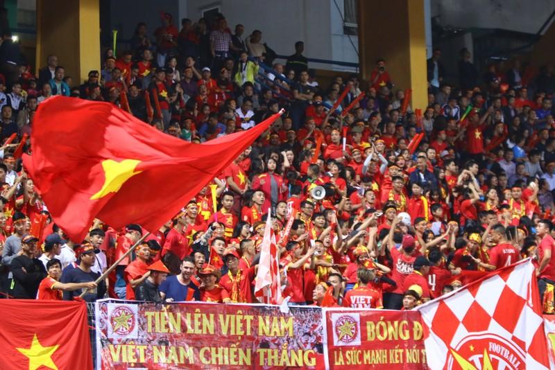 Thắng dễ Campuchia, Việt Nam vào bán kết AFF Cup với ngôi đầu - ảnh 43
