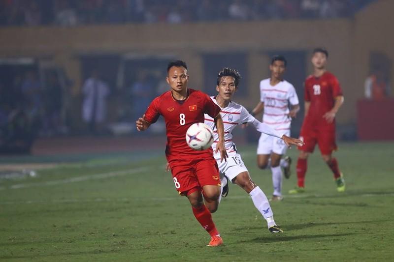 Thắng dễ Campuchia, Việt Nam vào bán kết AFF Cup với ngôi đầu - ảnh 16