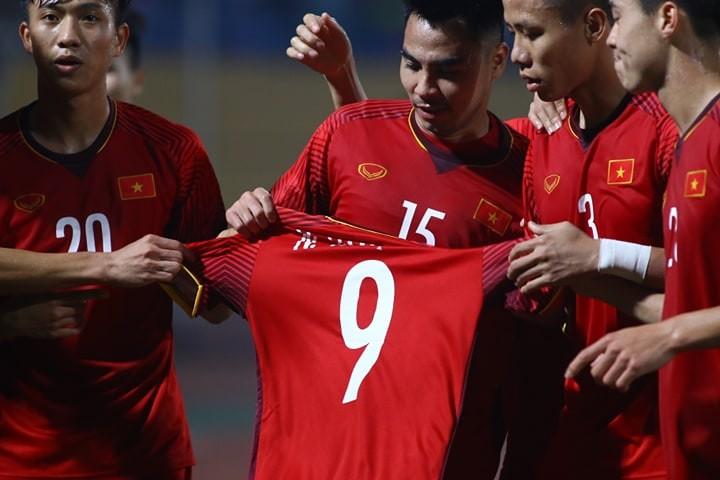 Thắng dễ Campuchia, Việt Nam vào bán kết AFF Cup với ngôi đầu - ảnh 12