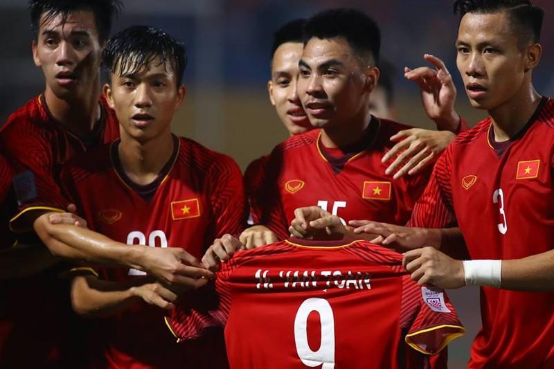 Thắng dễ Campuchia, Việt Nam vào bán kết AFF Cup với ngôi đầu - ảnh 13