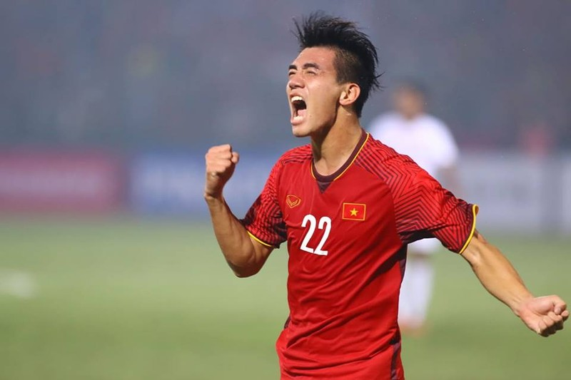 Thắng dễ Campuchia, Việt Nam vào bán kết AFF Cup với ngôi đầu - ảnh 14