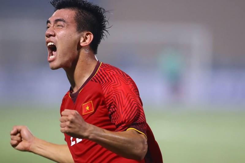 Thắng dễ Campuchia, Việt Nam vào bán kết AFF Cup với ngôi đầu - ảnh 15