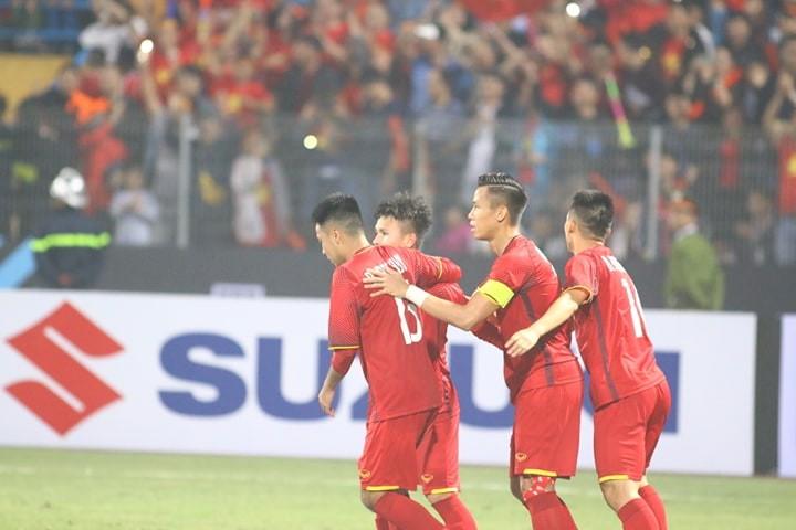 Thắng dễ Campuchia, Việt Nam vào bán kết AFF Cup với ngôi đầu - ảnh 7