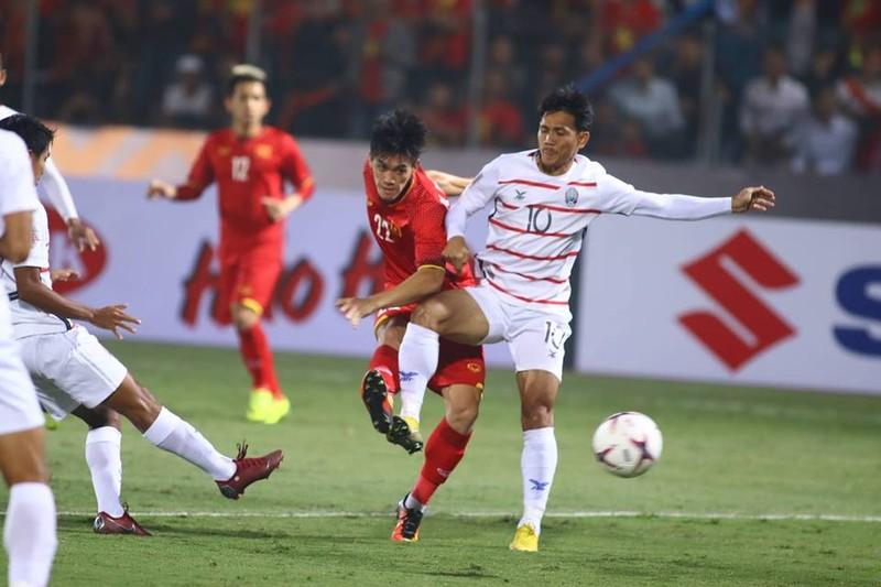 Thắng dễ Campuchia, Việt Nam vào bán kết AFF Cup với ngôi đầu - ảnh 19