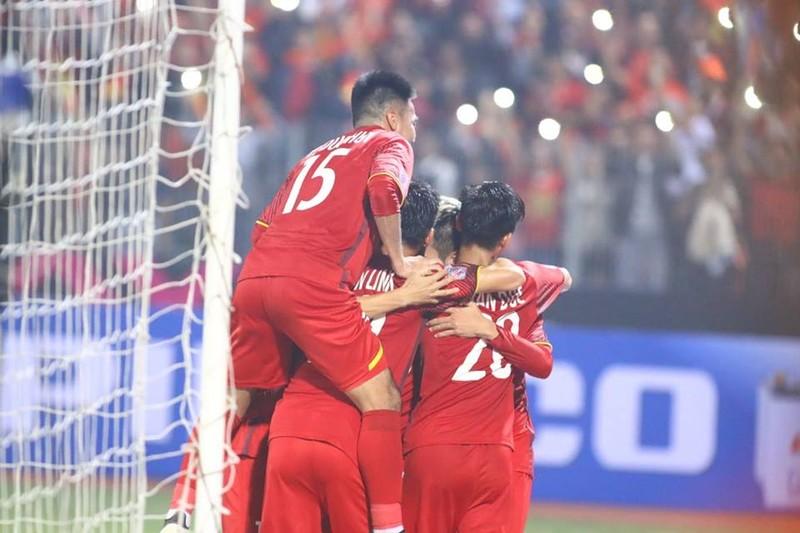 Thắng dễ Campuchia, Việt Nam vào bán kết AFF Cup với ngôi đầu - ảnh 9