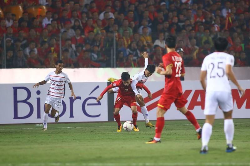 Thắng dễ Campuchia, Việt Nam vào bán kết AFF Cup với ngôi đầu - ảnh 6
