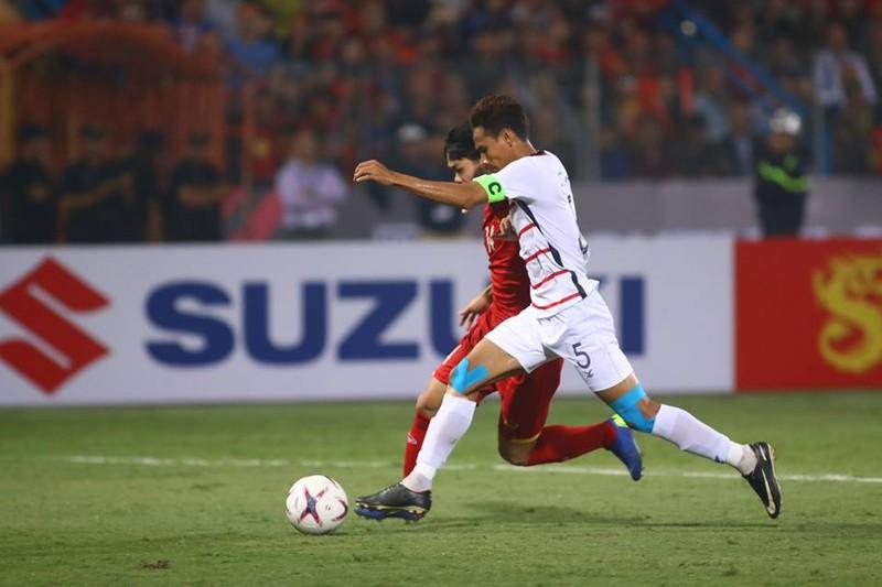 Thắng dễ Campuchia, Việt Nam vào bán kết AFF Cup với ngôi đầu - ảnh 4