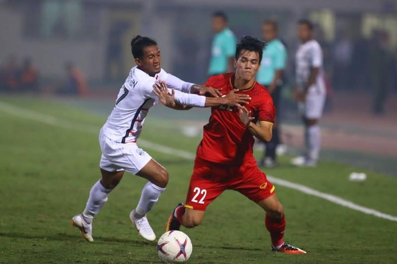 Thắng dễ Campuchia, Việt Nam vào bán kết AFF Cup với ngôi đầu - ảnh 2