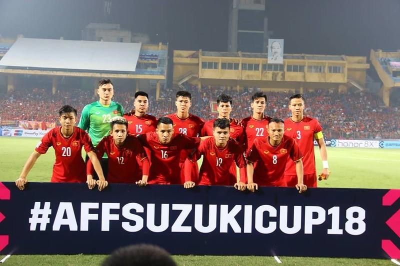 Thắng dễ Campuchia, Việt Nam vào bán kết AFF Cup với ngôi đầu - ảnh 20