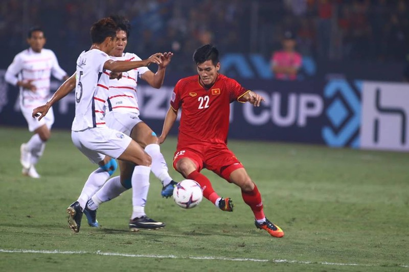 Thắng dễ Campuchia, Việt Nam vào bán kết AFF Cup với ngôi đầu - ảnh 17