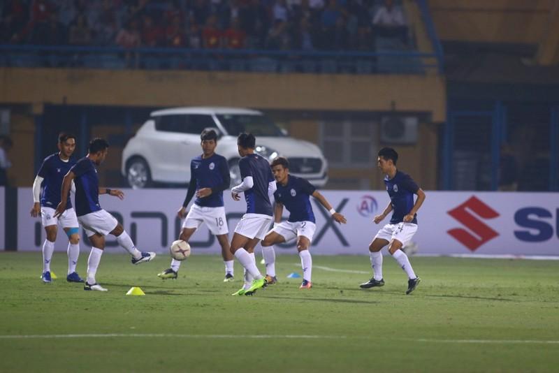 Thắng dễ Campuchia, Việt Nam vào bán kết AFF Cup với ngôi đầu - ảnh 35