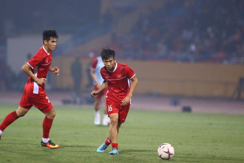 Thắng dễ Campuchia, Việt Nam vào bán kết AFF Cup với ngôi đầu - ảnh 29