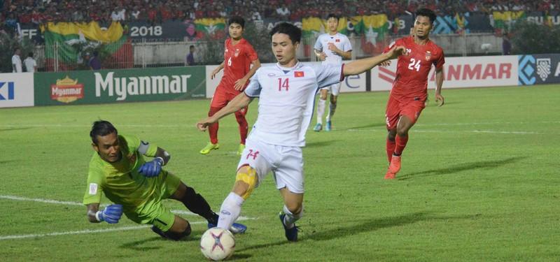 Thắng dễ Campuchia, Việt Nam vào bán kết AFF Cup với ngôi đầu - ảnh 72