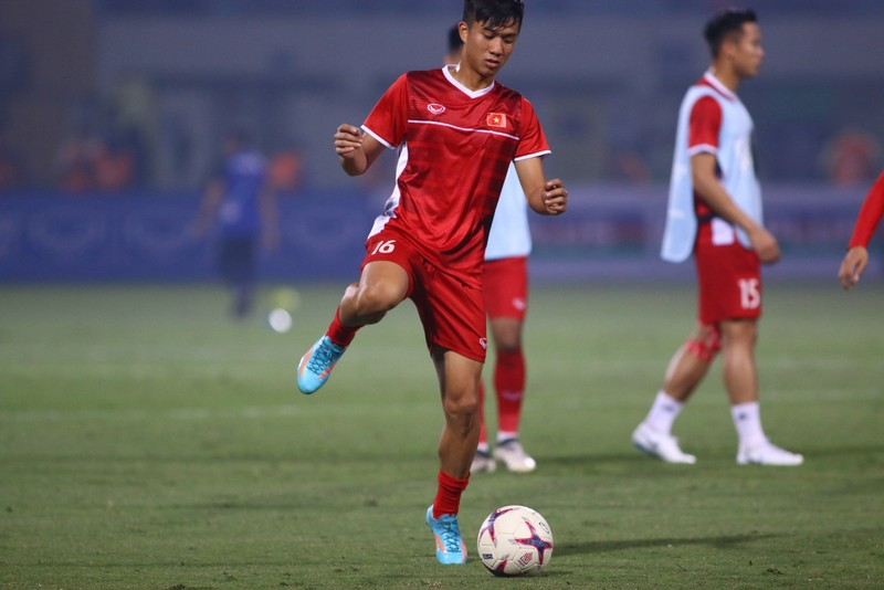 Thắng dễ Campuchia, Việt Nam vào bán kết AFF Cup với ngôi đầu - ảnh 31