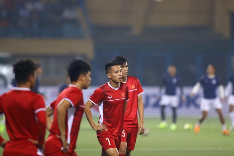 Thắng dễ Campuchia, Việt Nam vào bán kết AFF Cup với ngôi đầu - ảnh 32