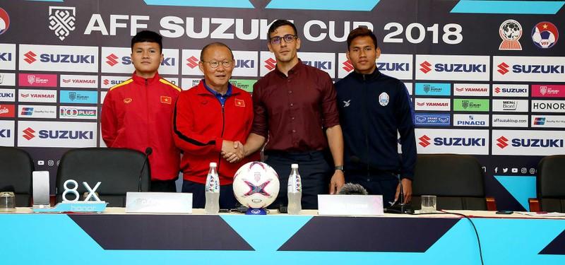 Thắng dễ Campuchia, Việt Nam vào bán kết AFF Cup với ngôi đầu - ảnh 73