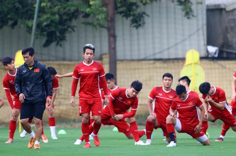 Vị khách đặc biệt trong buổi tập của đội tuyển Việt Nam - ảnh 22