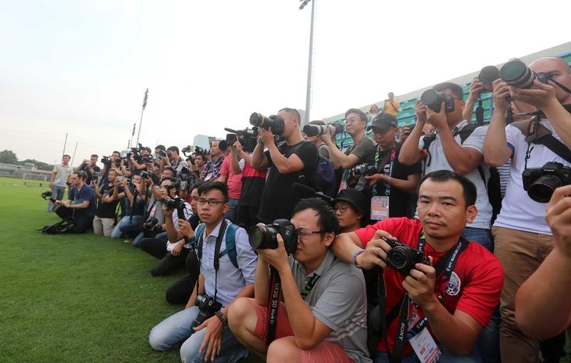 Vị khách đặc biệt trong buổi tập của đội tuyển Việt Nam - ảnh 13
