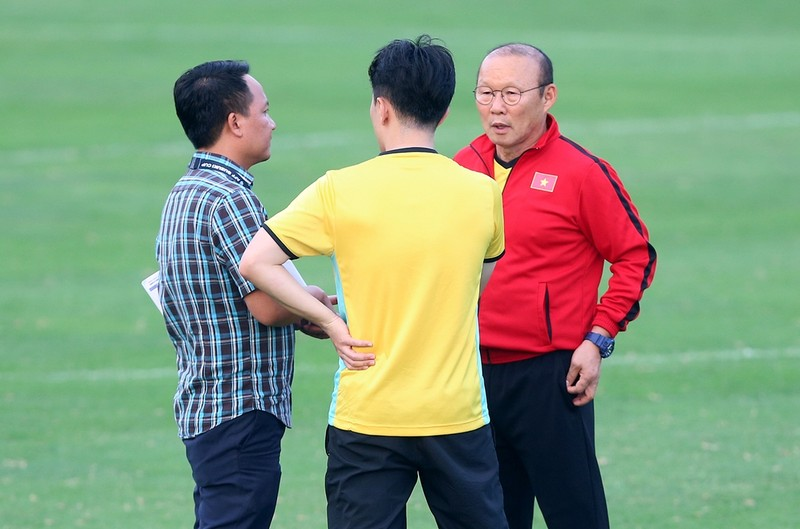Vị khách đặc biệt trong buổi tập của đội tuyển Việt Nam - ảnh 11